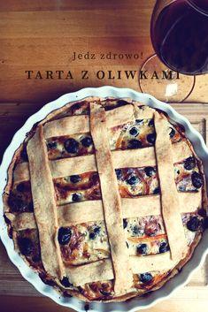 Tarta z oliwkami, cebulą i papryką