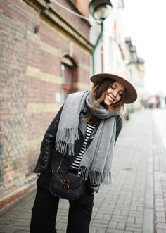 Say hello to your newest obsession - one so simple, you may be surprised how quickly you'll fall in love - it's the classic oversized grey scarf (that everyone is wearing.) Click through for the details.   glitterinc.com   @glitterinc