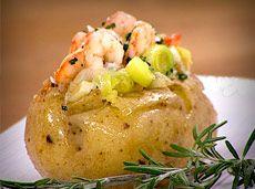 Patatas al horno con puerros y gambas