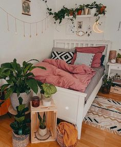 Modern Bohemian Bedrooms & Home Interior Decor Ideas: With the passage of time the demand and trend of the bohemian home decoration has been becoming the main talk of the town. Cute Bedroom Ideas, Room Ideas Bedroom, Home Bedroom, Bedroom Inspo, Zen Bedroom Decor, Warm Bedroom, Stylish Bedroom, Bedroom Designs, Dream Bedroom