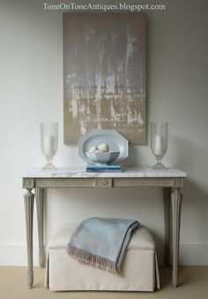 Console table with marble top! Tone on Tone: Accessorizing Series: Styling a Console 5 Ways Consoles, Home Goods Decor, Home Decor, Swedish Design, Marble Top, Marble Tiles, Scandinavian Interior, Painted Furniture, Home Accessories