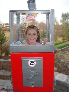 Homemade Bubble Gum Machine That Works!: This Bubble Gum Machine was made by a 11 year old and her mother. It took a box, poster frames, lots of duct tape and much more. Best part is that the machine actually works. She has been a hit with other kids! Boxing Halloween Costume, Halloween Costume Contest, Creative Halloween Costumes, Cute Halloween, Holidays Halloween, Costume Ideas, Halloween Stuff, Halloween Magic, Halloween Couples