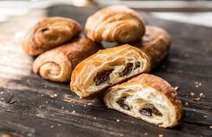 Simple and delicious gluten-free chocolate croissant Gluten Free Deserts, Gluten Free Donuts, Gluten Free Breakfasts, Foods With Gluten, Dairy Free Recipes, Great Recipes, Gluten Free Pastry, Gluten Free Cooking, Bakery Recipes