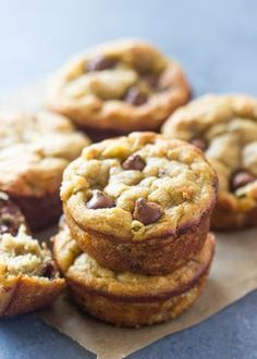 The best paleo banana bread muffins (gluten-free, low-carb) gimme delicious Banana Bread Low Carb, Flours Banana Bread, Banana Bread Muffins, Gluten Free Banana, Banana Bread Recipes, Coconut Flour Muffins Banana, Paleo Dessert, Dessert Sans Gluten, Low Carb Desserts