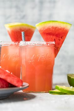 Watermelon Margaritas are the perfect summer drink! Get that fresh and fruity watermelon flavor with this delicious watermelon cocktail recipe. Frozen Watermelon Margarita, Watermelon Cocktail, Watermelon Recipes, Watermelon Mint, Easy Margarita Recipe, Margarita Recipes, Summer Drinks, Cocktail Recipes, Daisies