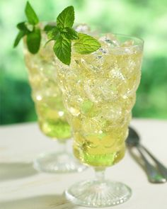 4 Refreshing, flavored iced tea recipes - this one's iced green tea with ginger!