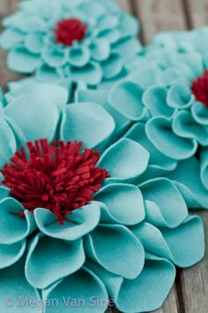 Felt flowers, how cute would these be on pillow!! Love them in these colours!!