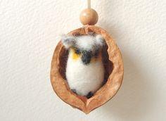Adventskalenderfüllungen - Walnuss - Kette mit kleiner Eule - ein Designerstück von miniaturi bei DaWanda