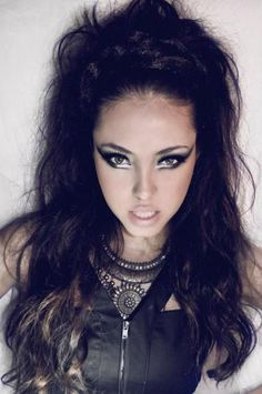 Cat Woman Cosplay Great for the high fashion desert concept, not so much for the Mad Max stuff - Max Makeup, Makeup Art, Makeup Looks, Prom Makeup, Makeup Ideas, Warrior Makeup, Mad Max Costume, Tribal Makeup, Apocalyptic Fashion