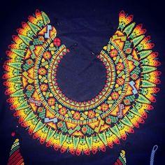 Okama fursiru #colores #diseños #artesanias #plazamayor #medellin #embera #indigena #internacional #arteindigena #plazamayormedellin Beaded Collar, Collar Necklace, Beaded Jewelry, Beaded Necklace, Native American Beadwork, Beading Techniques, Bead Loom Patterns, Body Jewellery, Beading Projects