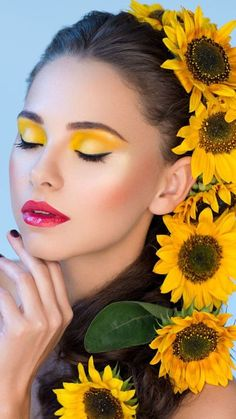 Sunflower Photography, Creative Fashion Photography, Sunflowers And Daisies, Yellow Makeup, Glam Photoshoot, Cool Makeup Looks, Abstract Face Art, Flower Crown Hairstyle, Beauty Shoot