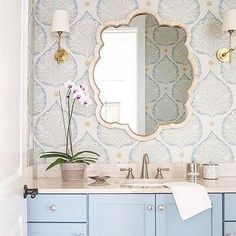 A beautiful Friday calls for a beautiful #followfriday - in love with this pretty powder room design by @laurenleonardinteriors by @jessiepreza #onetofollow