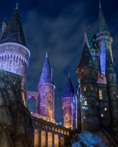 """39.3 k mentions J'aime, 238 commentaires - Universal Orlando Resort (@universalorlando) sur Instagram: """"A beautiful nighttime glow from Hogwarts. . . . . #UniversalMoments #UniversalOrlandoResort…"""""""