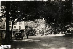 Motorists with automobile parked in front of Kittatinny House, Delaware Water Gap, Pennsylvania, 1908 Glidden Tour