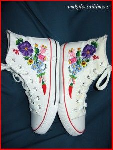 K. Angéla kalocsai mintás kézzel hímzett cipő Cross Stitch Embroidery, Hand Embroidery, Embroidered Hats, Painted Shoes, Quinceanera Dresses, Resin Jewelry, Chuck Taylor Sneakers, On Shoes, High Top Sneakers
