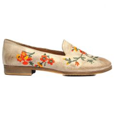 WITCHES | Cinori Shoes #slipon #flats #floral #embrodery #beige #djangojuliette #cinorishoes #cinori