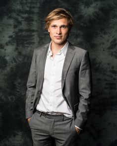 William Moseley as Sean Harper, brother of Paul and guardian of Zac.