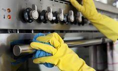 ¿Estás cansada de la grasa en tu cocina? ¡Con estos trucos te será muy fácil despegarla!Presta atención y verás que en pocos minutos tendrás tu cocina radiante.¡Despega hoy mismo la grasa de tu cocina!1. Con limónUna de las opciones que puedes probar para eliminar la grasa de tu cocina es diluir un limón en