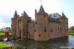 Allochtonka - życie ekspatki w Holandii: Muiderslot Jacuzzi, Barcelona Cathedral, Building, Travel, Castles, Viajes, Buildings, Destinations, Traveling