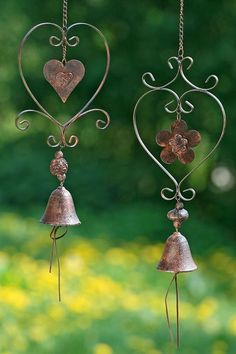Metal Heart Mobile with Bell wind chime Wire Crafts, Metal Crafts, Deco Champetre, Blowin' In The Wind, Wire Art, Beads And Wire, Suncatchers, Metal Art, Wire Jewelry
