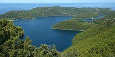 A két kis települést Mljet szigetének nyugati csúcsánál, a Nemzeti Park területén találjuk.