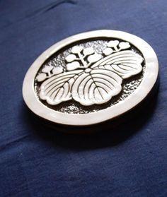 Japanese family crest, Kamon 家紋 Traditional Japanese Art, Japanese Design, Soto Zen, Japanese Family Crest, Noren Curtains, Japan Crafts, Rising Sun, Japanese Fabric, Japan Art