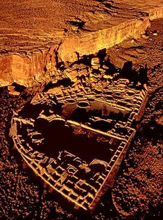 Chaco Canyon, New Mexico USA.  Pueblo Bonito, rose four stories and contained 600 rooms and 40 kivas in a D-shaped layout.