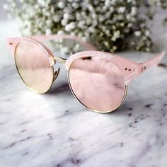 Rose Quartz sunglasses and other ways to wear the Pantone colors of the year. Gold Sunglasses, Ray Ban Sunglasses, Mirrored Sunglasses, Summer Sunglasses, Latest Sunglasses, Sunglasses Outlet, Rose Quartz Serenity, Jewelry Accessories, Fashion Accessories