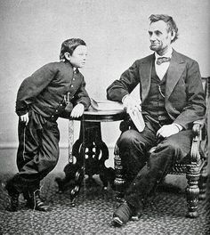 Mais homens como este e o mundo seria melhor! President Abraham Lincoln with his son, Tad  (1863) 49 Amazing Pictures Capture Places and Events in History