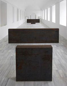 """Richard Serra / Equal Parallel : Guernica-Bengasi, 1986. Obra desaparecida del Museo Reina Sofía... y hallada en la novela de Abbé Nozal: """"Olvidé decirte que apagaras el horno"""""""