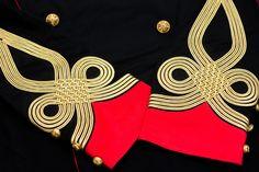 """稗田 on Twitter: """"日本の軍服職人が100年以上も前に作り上げた正装の極致。全て金属。正気の沙汰ではない。 https://t.co/mQuC6z3vin"""""""