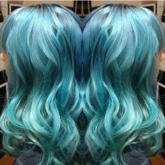 Por que um só se podemos misturar diversos tons de azul nesse cabelo? 💙💎🏙🌊❄️ Trabalho da equipe da @thehellstylist do Circus Augusta 🎪 Vem! #circus #circushair #circusaugusta #colorhair #colornocircus #cabeloscoloridos
