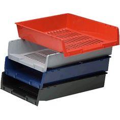 Bandeja con rejilla de color Rojo. Apilable en forma vertical o escalonadamente. Medidas: 340x x 275 x 65 mm. El Compas online