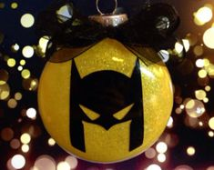 Really cool batman ornaments! - Batman Decoration - Ideas of Batman Decoration - Really cool batman ornaments! Batman Christmas Tree, Christmas Trees For Kids, Christmas Gifts For Couples, Christmas Tree Themes, Painted Ornaments, Christmas Baubles, Diy Christmas Ornaments, Handmade Christmas, Holiday Crafts