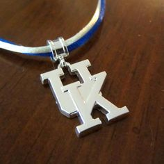 NCAA UNIVERSITY OF KENTUCKY WILDCATS Knit Hat Silver Box Chain Necklace FREE SHI