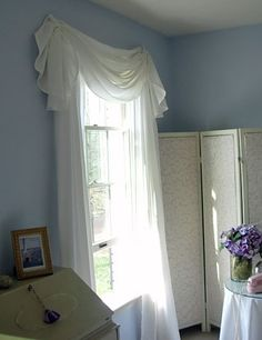 Make a valance for a window using an oval Tablecloth! Going to absolutely try this one! Tablecloth Curtains, Oval Tablecloth, Diy Curtains, Window Coverings, Window Treatments, Curtain Designs, Curtain Ideas, Home Projects, Decoration