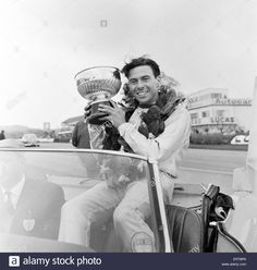 Download this stock image: Goodwood International Race Meeting, Easter Monday. Jim Clark with the Sunday Mirror Trophy. 19th April 1965. - ERTBP6 from Alamy's library of millions of high resolution stock photos, illustrations and vectors.