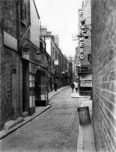 Black Lion Yard from Whitechapel Road 1961