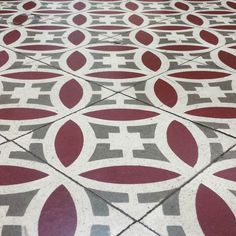 Rajoles boniques al Centre Sant Pere #purpletuesday #ihavethisthingwithtiles by efonts