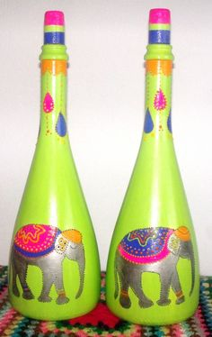 botellas decorativas o base de lamparas - Adornos - Casa - 122514 Glass Bottle Crafts, Wine Bottle Art, Painted Wine Bottles, Painted Jars, Diy Bottle, Painted Wine Glasses, Hand Painted, Decoupage Glass, Art Therapy Projects