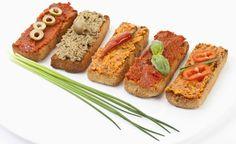 Eine große Auswahl veganer Brotaufstriche zum Selbermachen.