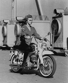 Ann Margret: Actress & Motorcyclist – Moto Lady