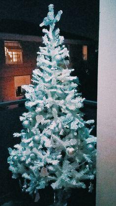 #christmastree #xmastree #sothisischristmas #xmaslist #makeawish #merrychristmas   #family #homesweethome #white #light #cute #dream #trulywhite #trulywhitechristmas