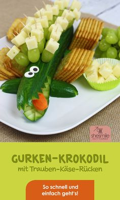 A cucumber crocodile with a grape cheese for a child's birthday. A shopping list and instructions from shesmile! The idea is obviously also fantastic for a birthday party for children … Party Finger Foods, Snacks Für Party, Party Appetizers, Grapes And Cheese, Birthday Party At Home, Crocodile, Popular Recipes, Food Items, Queso