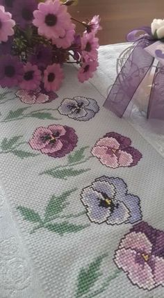This Pin was discovered by sür Cross Stitch Borders, Cross Stitch Rose, Cross Stitch Flowers, Cross Stitch Charts, Cross Stitching, Cross Stitch Embroidery, Cross Stitch Patterns, Handmade Crafts, Diy And Crafts