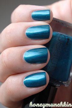 Gina Tricot Beauty - 76 Brilliant blue #nailpolish