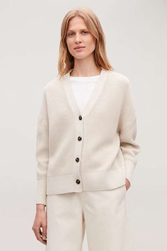 Shop jumpers and cardigans from the women's knitwear collection at COS; Minimal Outfit, Minimal Fashion, Urban Fashion, Mens Knitted Cardigan, Cotton Cardigan, Beige Cardigan, Knit Cardigan Pattern, How To Start Knitting, How To Make Clothes