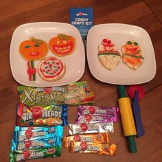 Sugar overload!! We had an absolute BLAST  decorating with @airheadscandy It was so much fun to mold it, roll it, cut it and create with #AirheadsCrafts! #FreeSamp http://h5.sml360.com/-/1if5r  We used frosting to create a base on our cookies, then rolled out airheads candy and cut into smiles, teeth, belts, pizza toppings and other fun creations! Total blast to make and DELICIOUS to eat after!