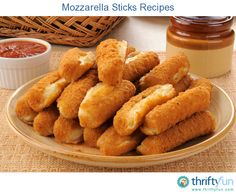 This page contains mozzarella sticks recipes. Mozzarella sticks are an easy snack food or appetizer to prepare. These gooey delicious finger foods are sure to be a hit with the whole family. Wine Recipes, Real Food Recipes, Cooking Recipes, Cooking Food, Delicious Recipes, Chicken Recipes, Easy Snacks, Easy Meals, Mozzarella Sticks Recipe