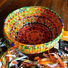 Recycling plastic bags: how to make a coiled basket — Malena Skote - Big basket. Made of strips of plastic packages and a rope. Reuse Plastic Bags, Plastic Bag Crafts, Plastic Bag Crochet, Plastic Recycling, Creative Crafts, Fun Crafts, Arts And Crafts, Paper Crafts, Recycled Crafts Kids
